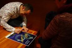 Nono Granero firmando autógrafos en su obra de arte, ¡nuestro cartel!